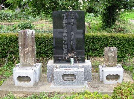 画像:旧光安寺「虚無僧」の墓碑