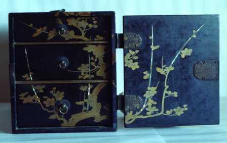 画像:蒔絵提箪笥(2)
