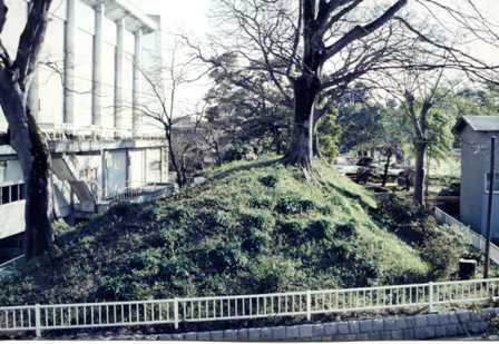 画像:府中城の土塁(生涯学習課)