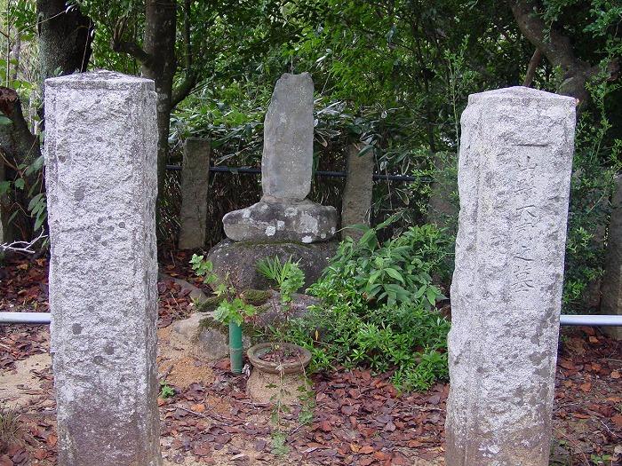 画像:画像:山縣大弐の墓