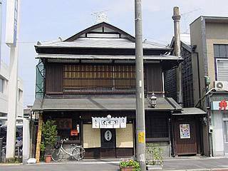 画像:旧石岡市内の看板建築02-きそば東京庵-