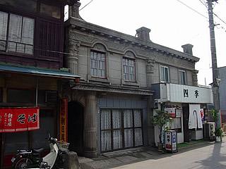 画像:旧石岡市内の看板建築04-大和田家貸店舗-