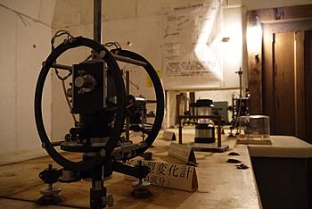 画像:石室02-気象庁地磁気観測所