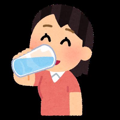 『水分補給をする人のイラスト(女性)』の画像